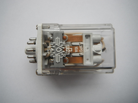 Przekaźnik R15 3PDT 220V 50Hz 10A (1)