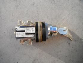 Przełącznik obrotowy tablicowy z kluczykiem XB2.ME22 Telemecanique
