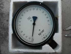 Manometr 0-4 kp/cm2 = 0-4 bar TGL 16374
