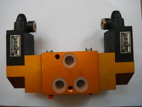Rozdzielacz 3 drogowy elektrozawór 611-G3/8-32.1-121/51-220B